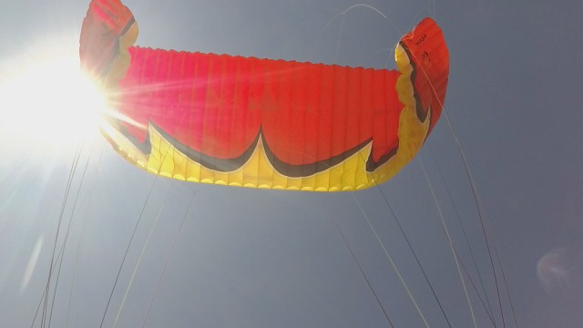 پروازبا پاراگلایدر در سایت آب سرد و مانور
