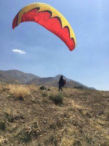 خارج کردن بال از پرواز با کم کردن سرعت وسیله به وسیله استفاده از برک ها